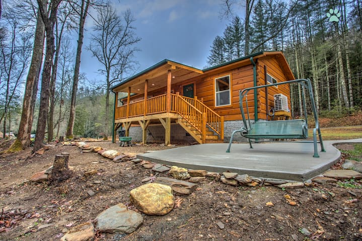 Creekside-Simple Cabin Luxury, Spectacular stay on the River-Close to Brevard - Pisgah Forest - Pis