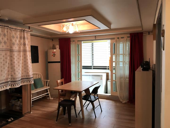 [NEW]★HongikStn 2min★ Cozy room! SALE!!