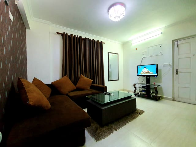 Cosy Residence: 2 BHK Apartment by EHS