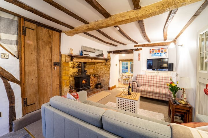 18th Century Cottage in the heart of The Cotswolds