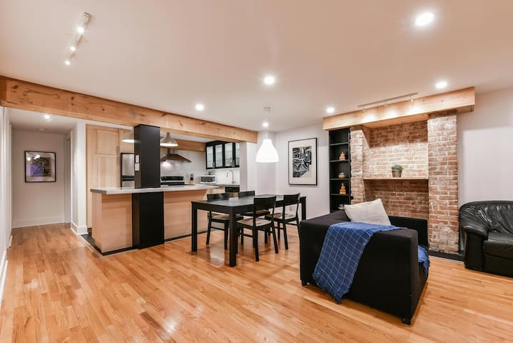 Cozy 2 BDR near the Old Port and Downtown