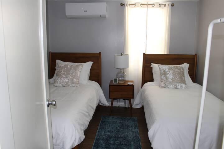 Second bedroom - Comfy twin beds