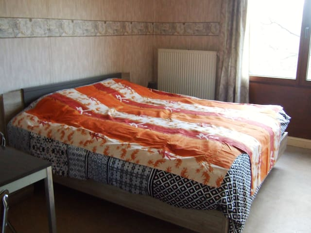 Two cozy private rooms in a quiet neighbourhood. - Gent - Dům
