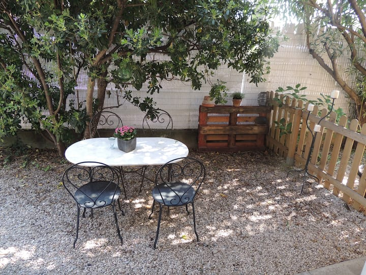 Studio en rez de jardin villa : Villeneuve-loubet