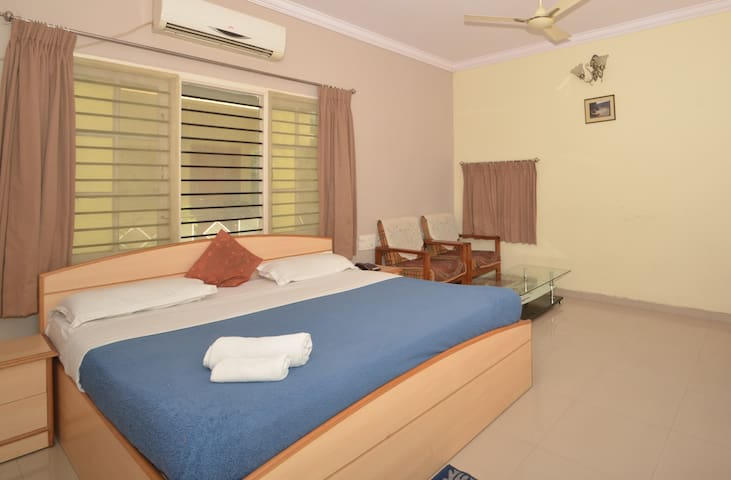 Service Apartment in Prahlad Nagar - PRAMT1