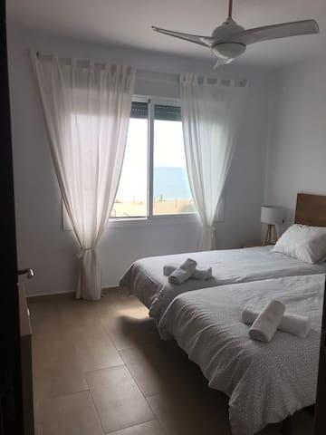 Habitación 1. Doble con estupendas camas de 90x200cm.