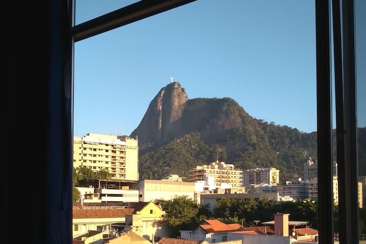 Apezinho  mesanino Botafogo-Rio