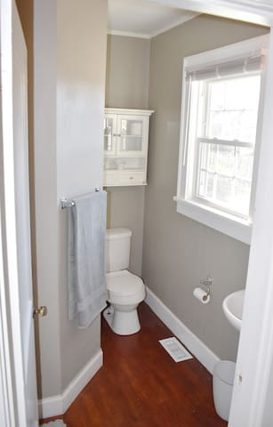 Full bathroom off of the master bedroom. Towels and toiletries provided.