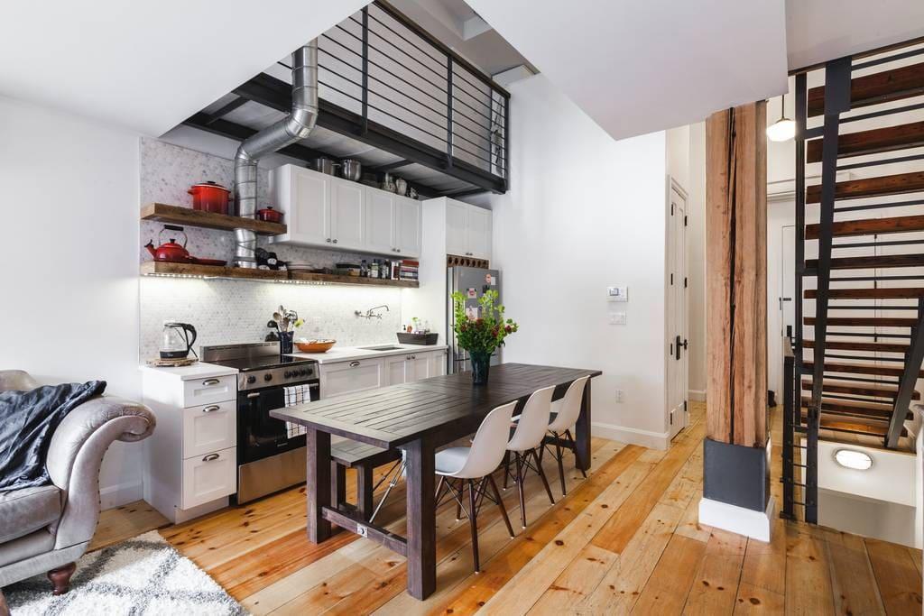 Kitchen and common space (middle floor)