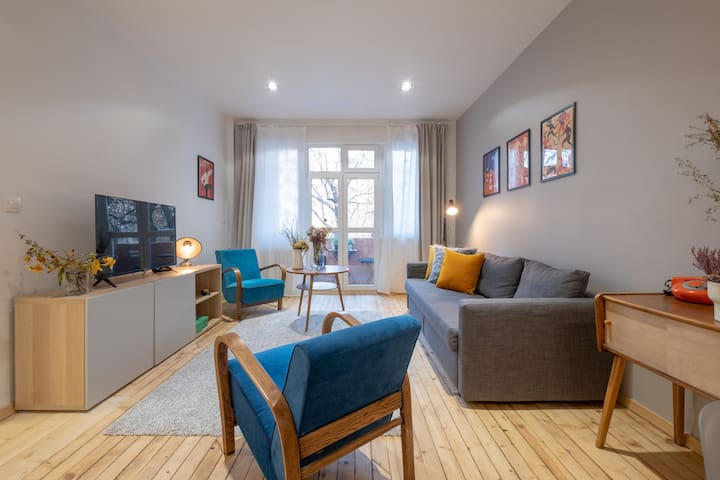 COOL! BEST LOCATION! Stylish, colourful, 2BR