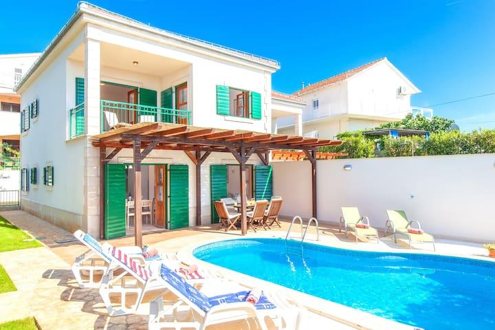 Villa with pool in Hvar Town near Hula Hula