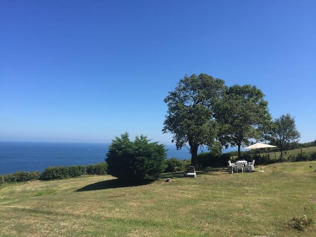 CASA TORRE SOBRE EL MAR a tres minutos de la playa - Mutriku - Vila