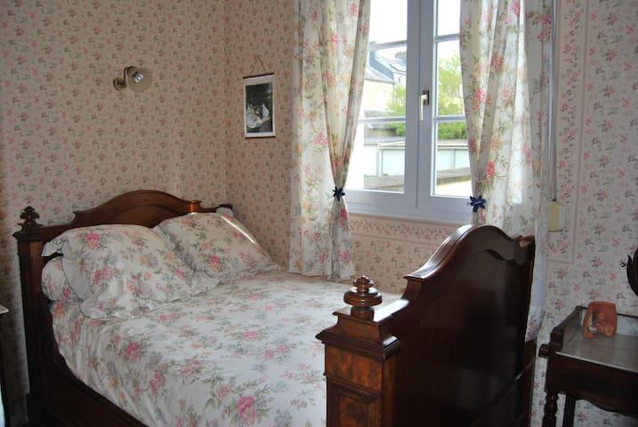 petite chambre pour 1 adulte ou 2 jeunes enfants