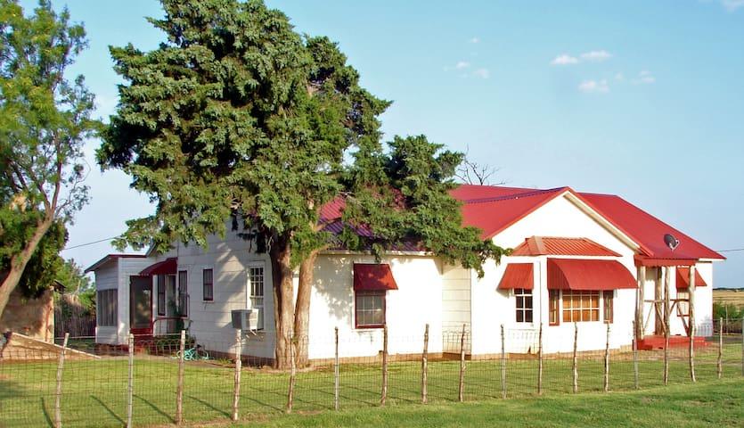 Z Bar Ranch House