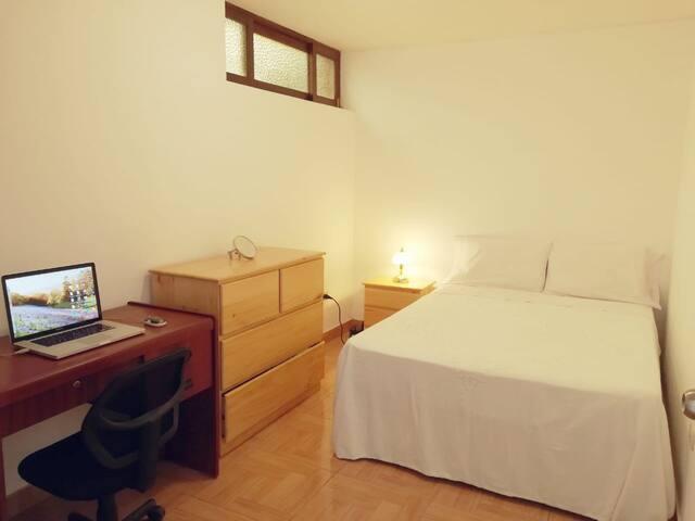 Habitación ideal para viajeros de estudio.