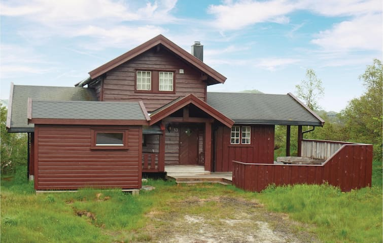 Holiday cottage with 4 bedrooms on 83m² in Åseral