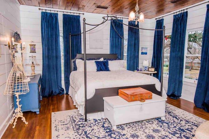 The Bluebonnet Suite at The Hoefer House