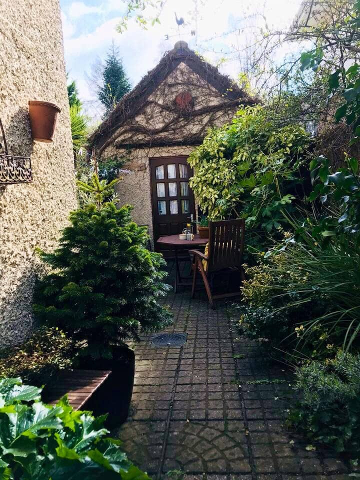 Cosy courtyard hideaway, near Southbourne beach