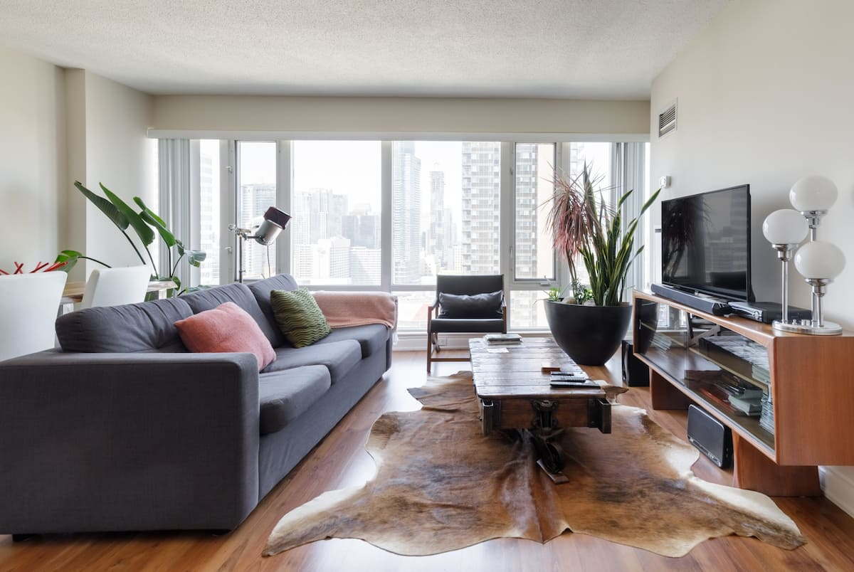 Downtown apartment with parking
