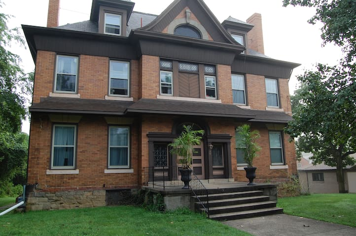 Cozy room in Crafton (near airport & downtown) - Pittsburgh - Lägenhet