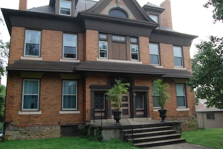 Cozy room in Crafton (near airport & downtown) - Pittsburgh