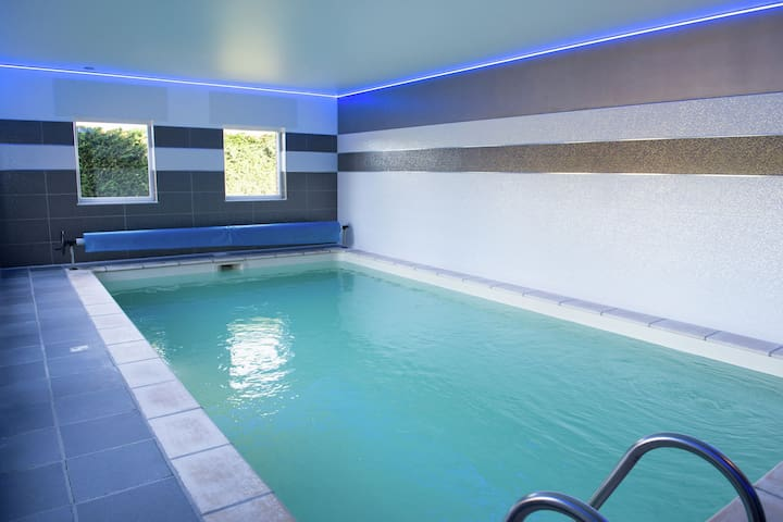 Family holidayhome with indoor pool and playroom in a beautiful rural region!