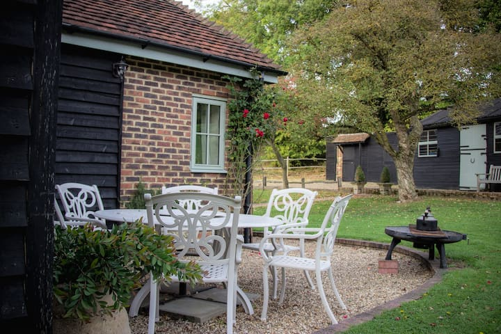 Rural retreat 5* fabulous 'Suites at Napps Farm'