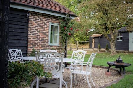 Rural retreat 5* fabulous 'Suites at Napps Farm'