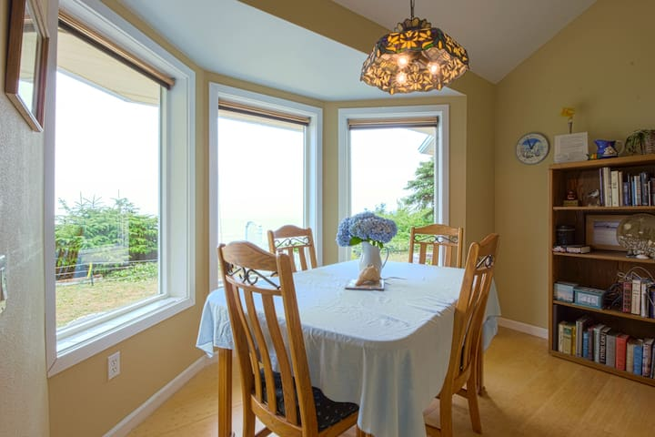 Dining nook has table for 6 for the best Ocean Views.