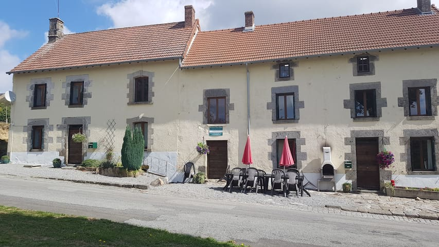 Large Group Gîte - Sleeps 22 + Private Heated Pool