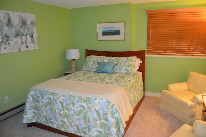 Cheery private MBR with quality furniture and mattress