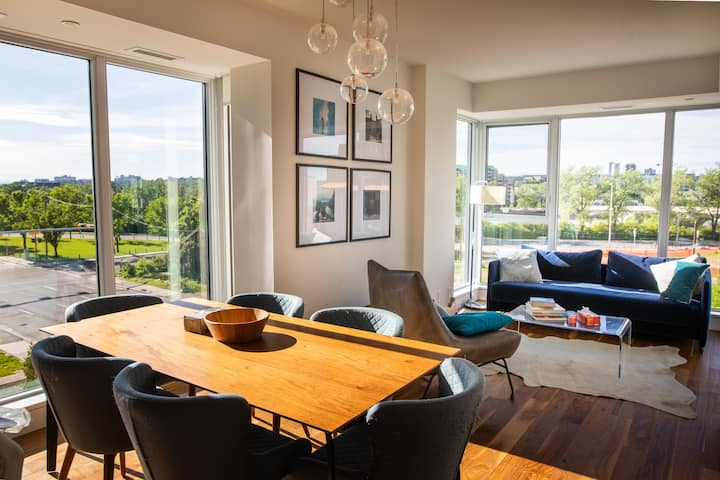 Beautiful River View Condo, steps away from CTrain