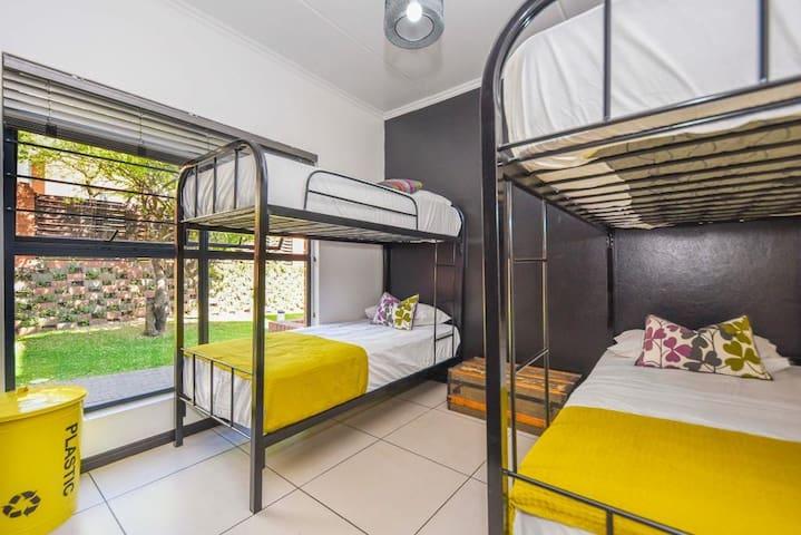 Bedroom 3 - 2 x bunk