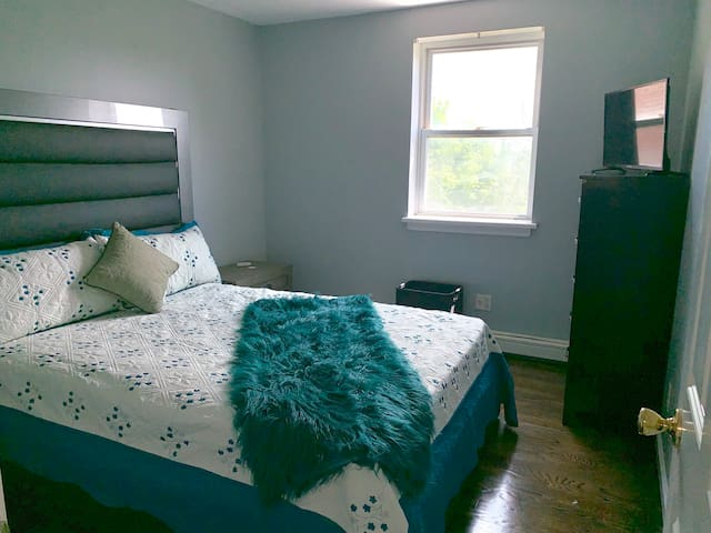NYC Diamond 5 star 2nd floor 5beds 2baths/Parking