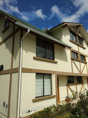 Habitación cómoda en Valle de los Chillos!
