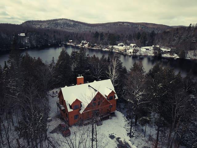 Chalet de bois #4: ** bord de lac, 6 chambres **