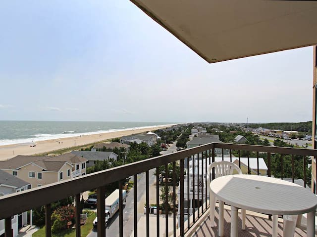 I701: 2BR+den Sea Colony oceanfront condo! Sleeps 6 | Beach, pools, tennis ...