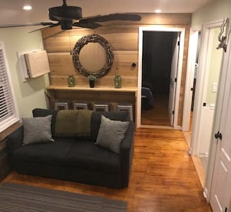 Fully remodeled two bedroom apartment. - Tannersville - Apartemen