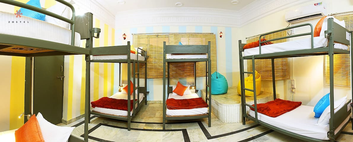 A Bed in 8 Bed Mixed Dorm in Pushkar