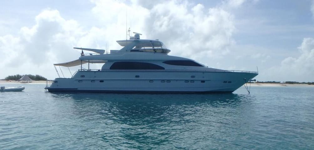 BEAUTIFUL CREWED YACHT LOS ROQUES