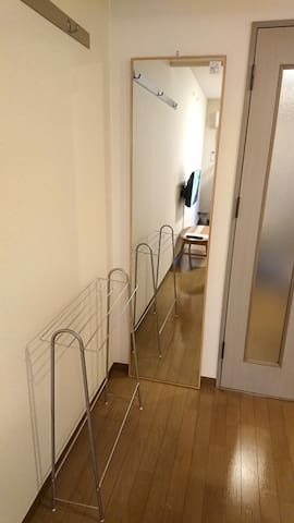全身が映る大きな鏡・タオルハンガー Large mirror with whole body reflected · Towel hanger