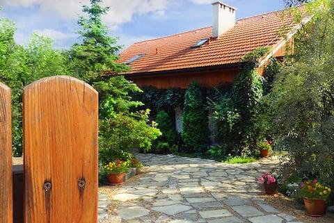 Obanówka: casă înconjurată de verdeaţă (Cracovia-Wieliczka)
