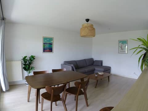 Bright flat near Annecy w/garage and mountain view