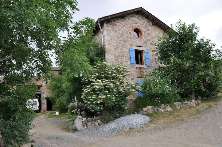 Maison d Artistes XVIII°S 900m alt - Saint-Just-en-Chevalet - Hus