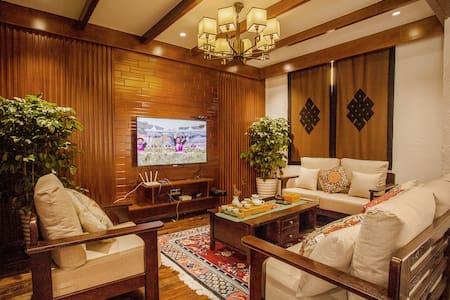 香格里拉市中心藏式联排别墅适合自驾游高档设施可做饭麻将机
