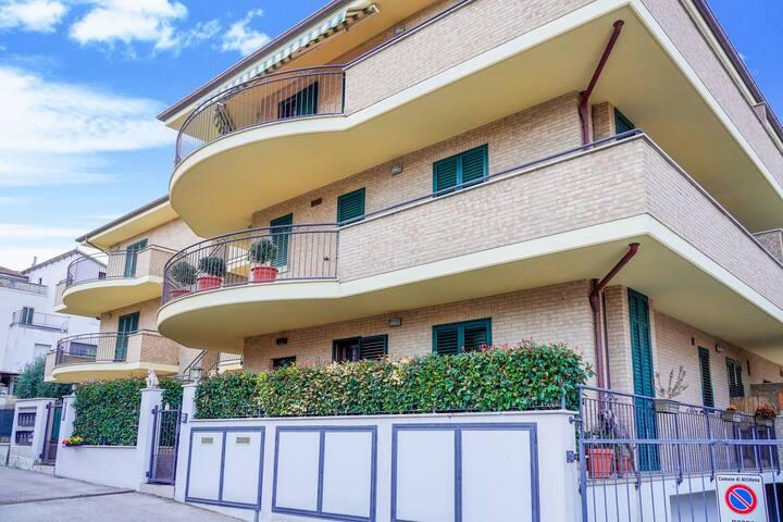 Spaziosa casa vacanze a Marina di Altidona con terrazza