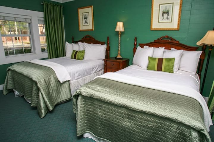 "Coombs Inn & Suites ""The Dupont Suite"" - Apalachicola - Bed & Breakfast"