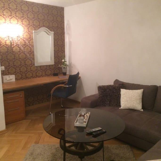 Schreib- oder Kosmetikplatz (Raum 1)