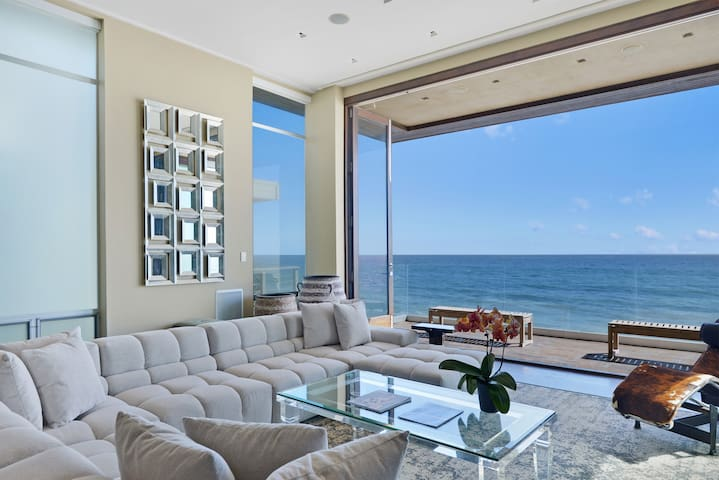 Malibu modern beachhouse houses for rent in malibu for Malibu mansions for rent
