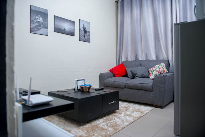 Makenzie kololo apt(unlimited internet)